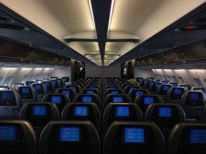 De ce este scăzută intensitatea luminii din avion la decolare și la aterizare?