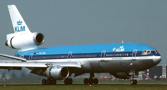 avion cu 3 motoare DC-10