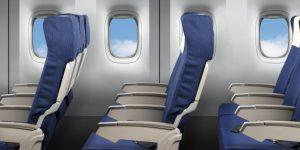 Are dreptul la ambele cotiere persoana care stă pe mijlocul rândului, în avion?