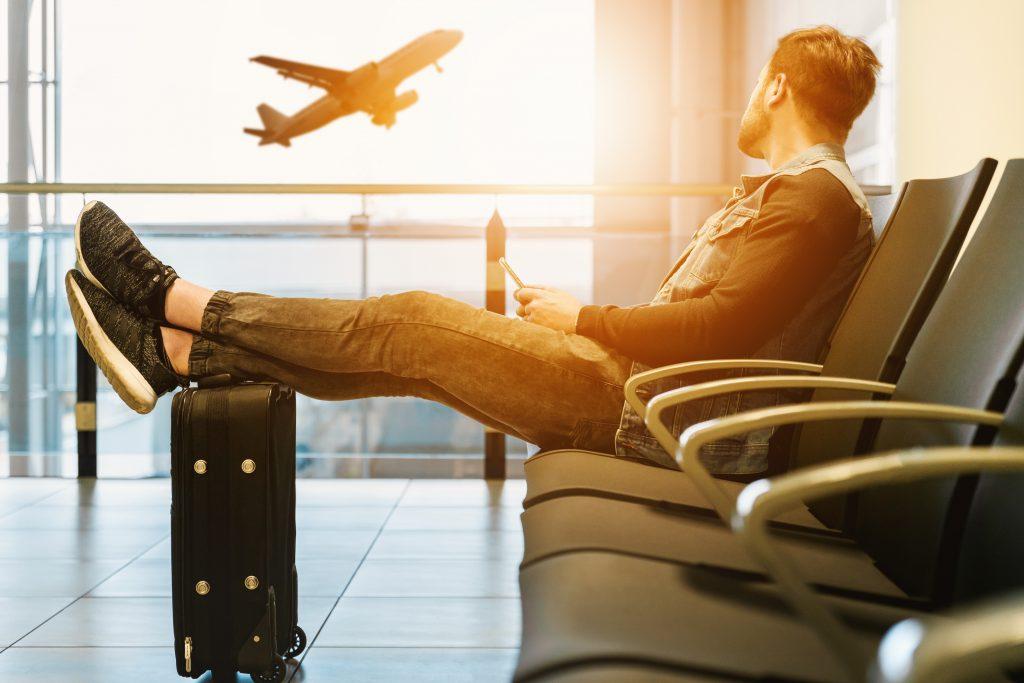 Unul din 50 de pasageri își găsește perechea în timpul unui zbor. Ceea ce ar explica de ce încă nu ți-ai găsit-o: Din cauza... aviofobiei!