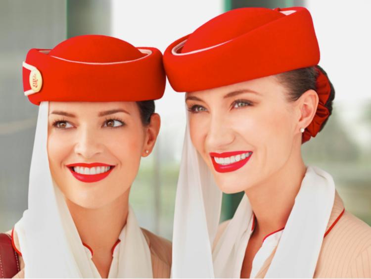 însoțitoare de bord emirates