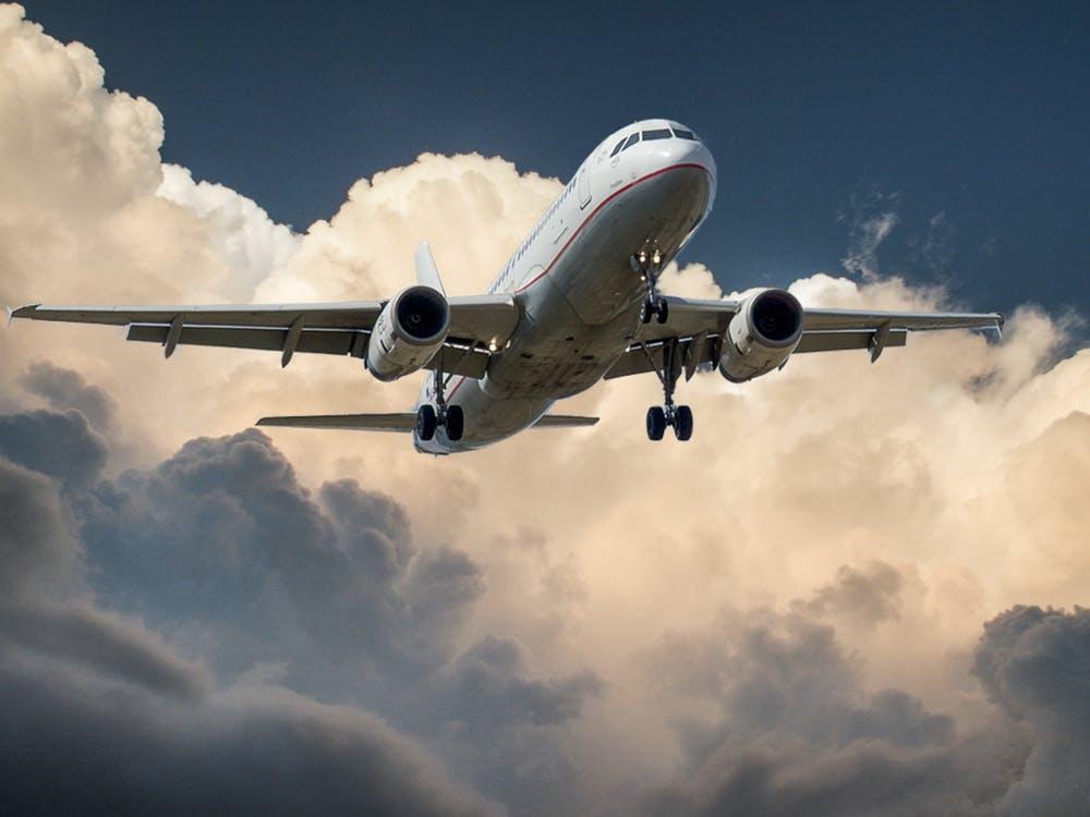 cum poate fi zborul influentat de conditiile meteo
