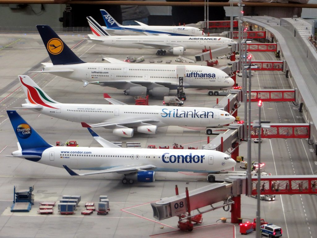 avioane-aeroport-boarding