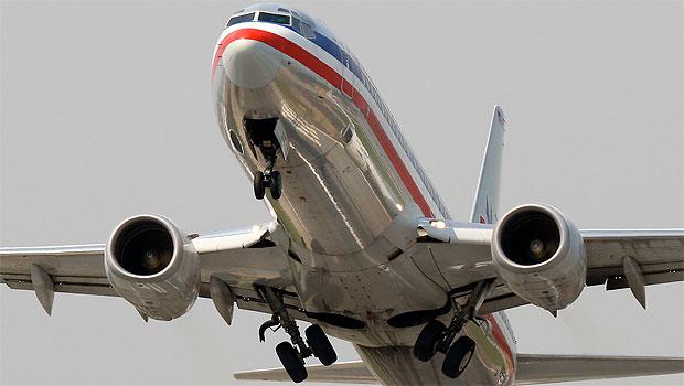 avion-retrage-trenul-de-aterizare