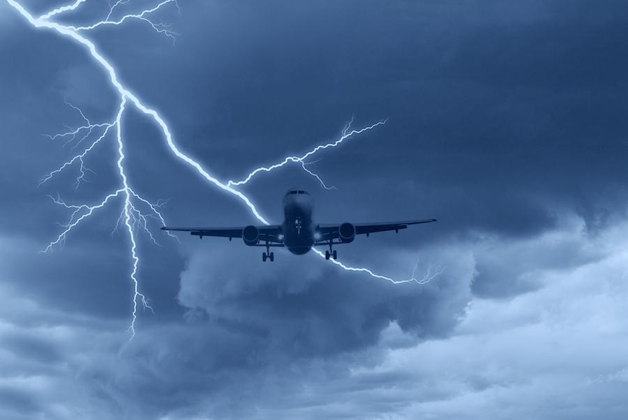 furtuni cu fulgere zbor