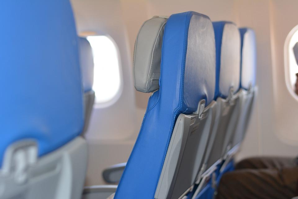 albastru avion